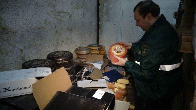 Непонятная логистика: «санкционный» сыр отследили из космоса